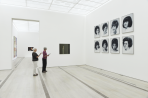 https://www.gerhard-richter.com/de/exhibitions/gerhard-richter-bilder-serien-3180/?tab=installation-views-tabs&installation-photo=17820#tabs